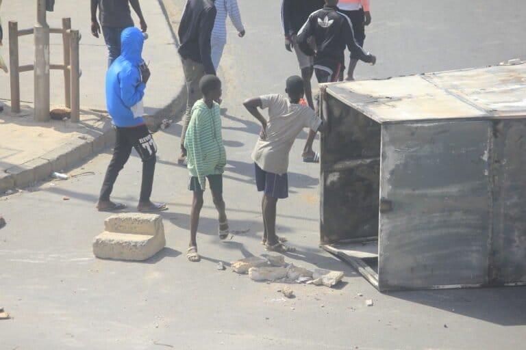 (Photos) De jeunes enfants dans les manifestants : l'autre triste facette des manifestations